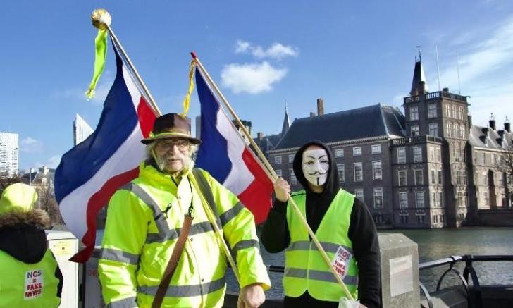 Fransa'da bin 796 Sarı Yelekli'ye hapis cezası