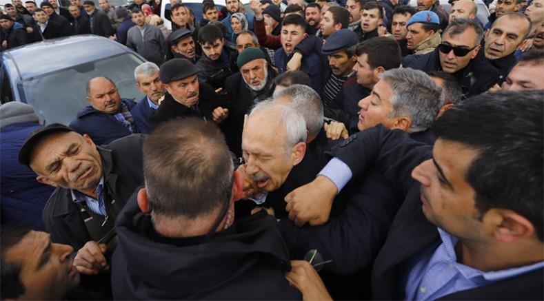Kılıçdaroğlu'na cenazede saldırı