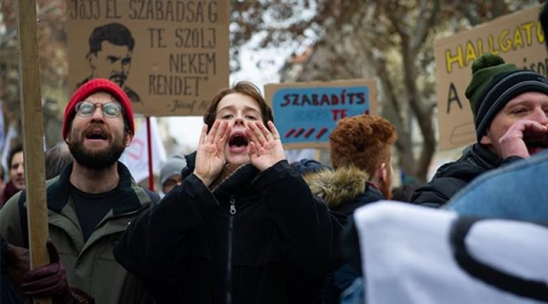 Orban'ın köle yasasına karşı Macaristan ayakta