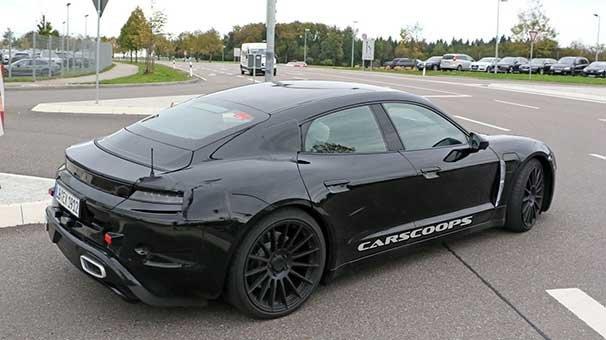 Porsche'nin elektrikli otomobili ilk kez canlı olarak yolda görüntülendi